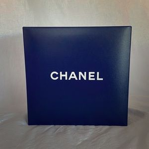 Collapsible Chanel gift box #2